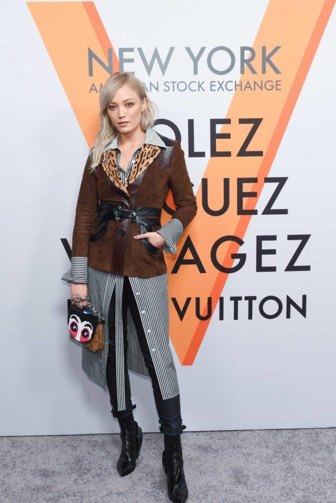 открытие выставки винтажных чемоданов Louis Vuitton