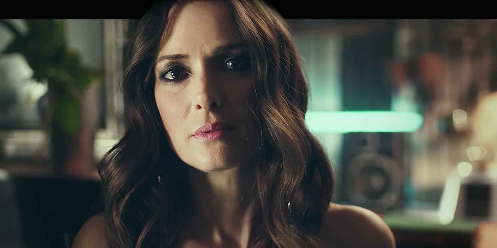 Вайнона Райдер и Элизабет Олсен танцуют в новом видео H&M
