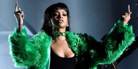 Rihanna в Versace
