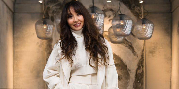 С чистого листа: 50 белых пальто как у Мадины Сулейменовой