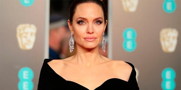 Дерматолог Анджелины Джоли раскрыла секреты ее потрясающей внешности
