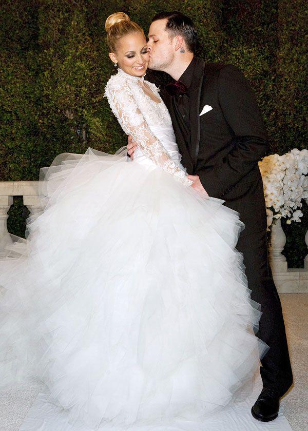 Она сказала да! Самые дорогие свадебные платья знаменитостей