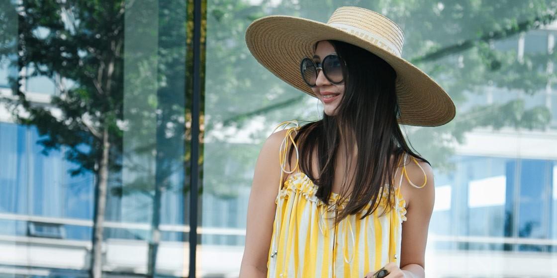 Казахстанский блогер Маржан Маркаметова примеряет полосатый тренд