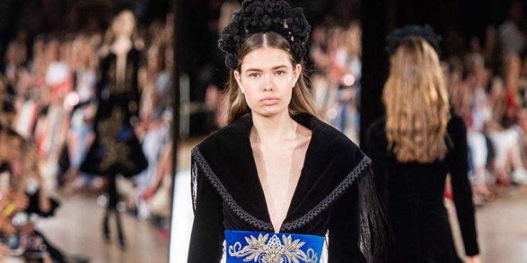 Катя Ершова на подиуме Недели моды в Париже