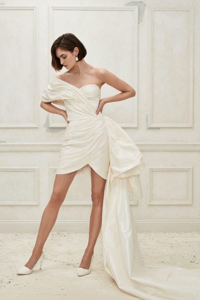 e8468ef3b48763f ... возможный вариант для свадебного платья. На следующую весну они  подготовили 14 современных моделей, каждую из которых можно кастомизировать  на ваш вкус.
