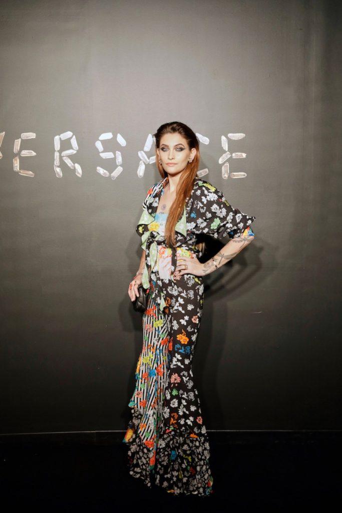 Первый ряд: Канье Уэст, Ким Кардашьян, Блейк Лайвли и Сиара на показе Versace
