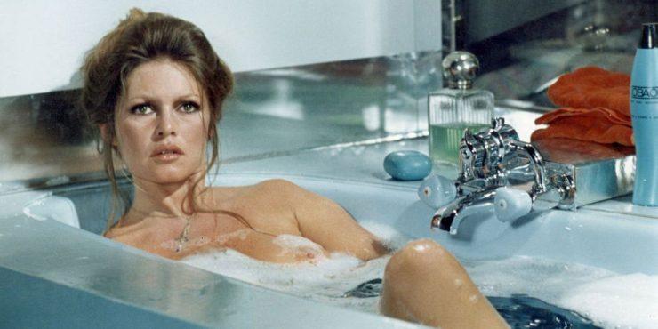 Обнаженные тела: как знаменитости принимают ванну