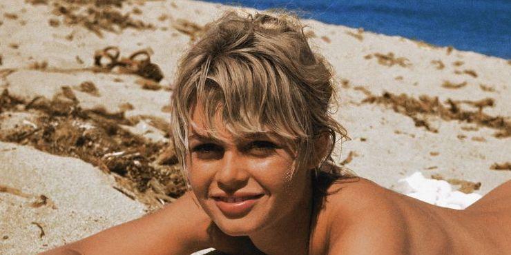 Пляжные фотографии знаменитостей, которые скрасят холодную зиму