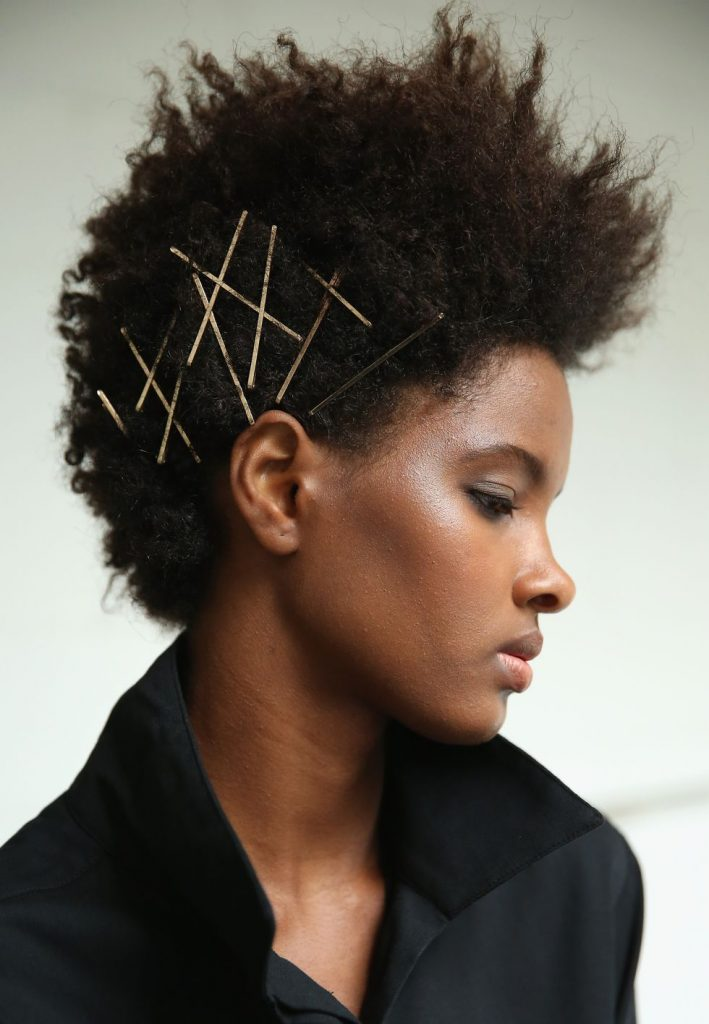 Как носить заколки для волос
