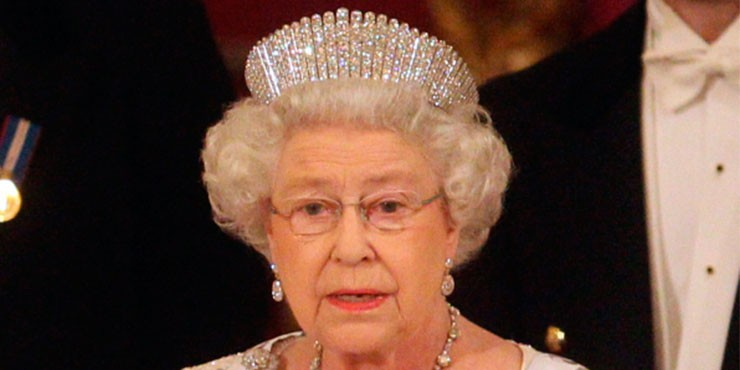Видео дня: как королевская тиара превращается в ожерелье