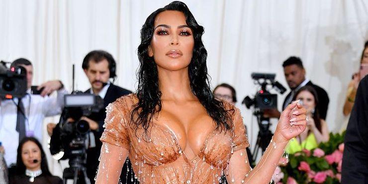 Новый бренд Ким Кардашьян Kimono раскритиковали японцы