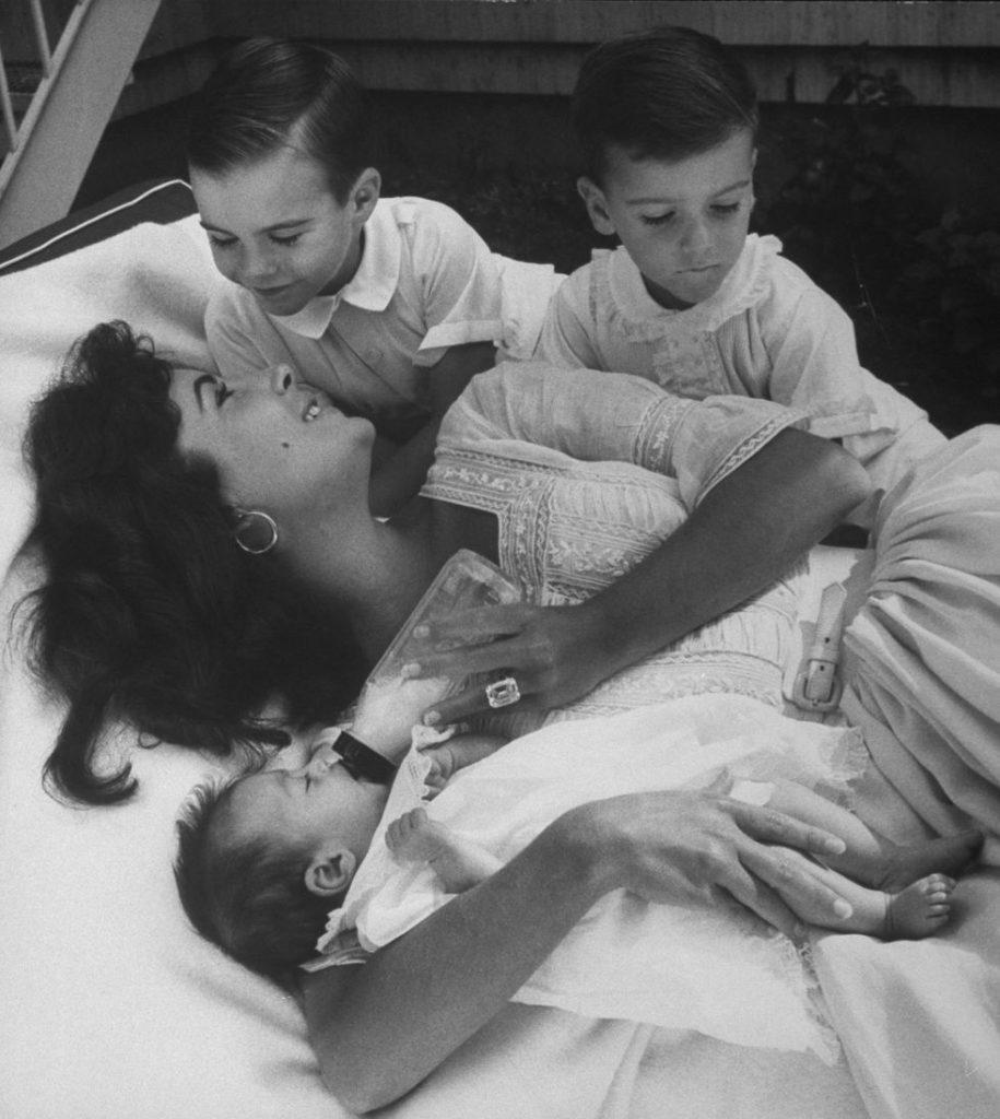 элизабет тейлор фото с детьми характеристики машины