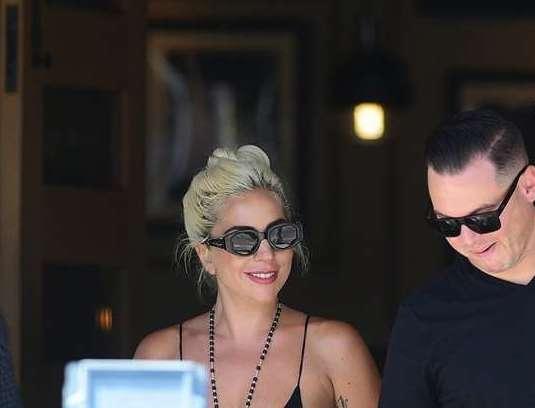 Не Брэдли Купер: Леди Гага целуется с другим