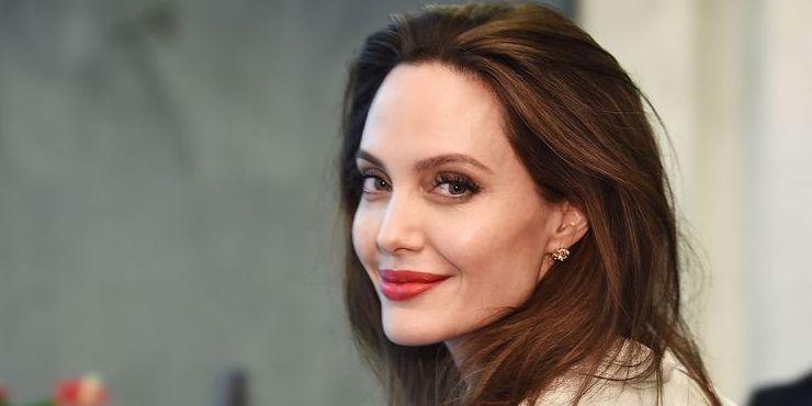 Анджелина Джоли рассказала о воспитании дочерей и «ведьмах»