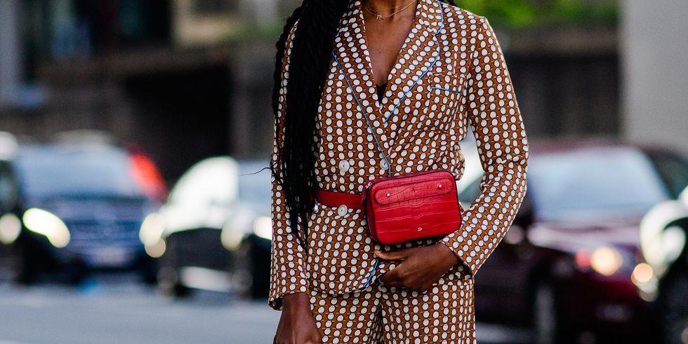 Поясная сумка: с чем носить ее этой осенью?