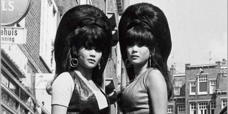 Капроновые чулки, мочалка и литр лака для волос: как делали безумные начесы в 60-е