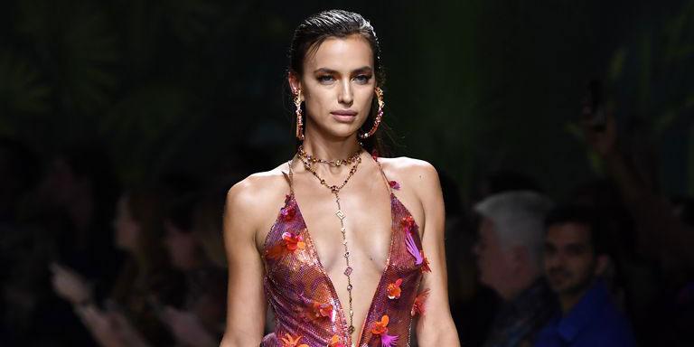 История любви Ирины Шейк и платьев Versace