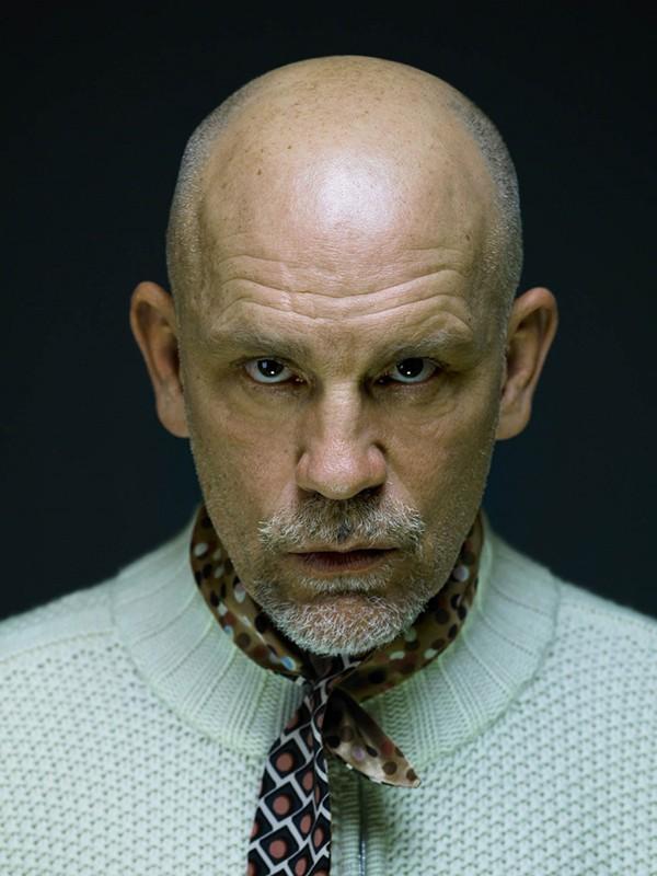 Жуткие актеры: артисты, которые всегда выглядят пугающе
