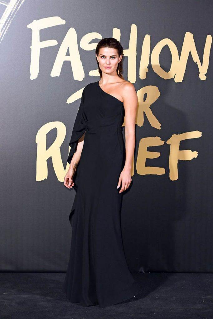 Перья и голые платья: лучшие образы с красной дорожки Fashion For Relief