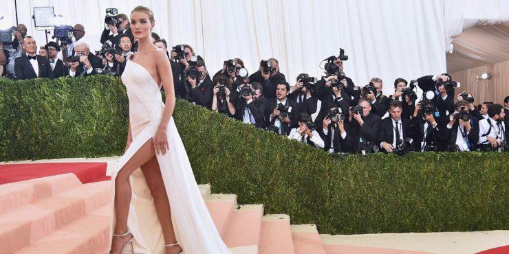 9 раз, когда знаменитости надевали на красную дорожку настоящие свадебные платья
