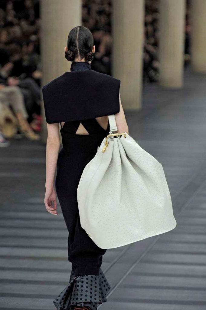 Женские сумки: самые красивые, но бесполезные модели