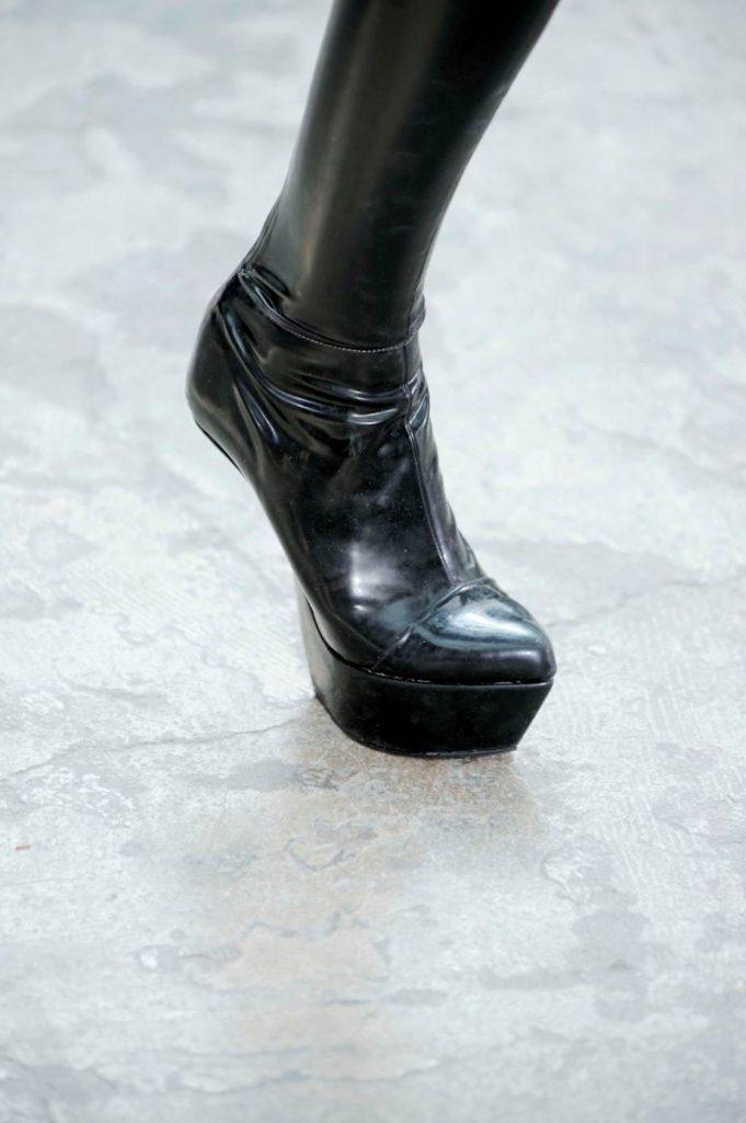 Дизайнерская обувь: 11 самых неудобных, но совершенно невероятных моделей в истории моды