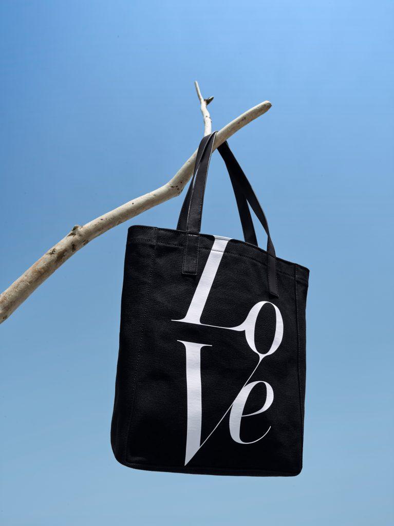 Люпита Нионго стала лицом благотворительного проекта Michael Kors