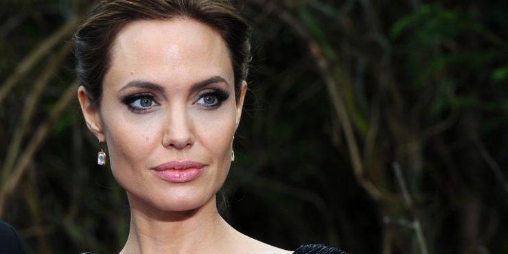Драматичный образ Анджелины Джоли на премьере «Малефисенты»