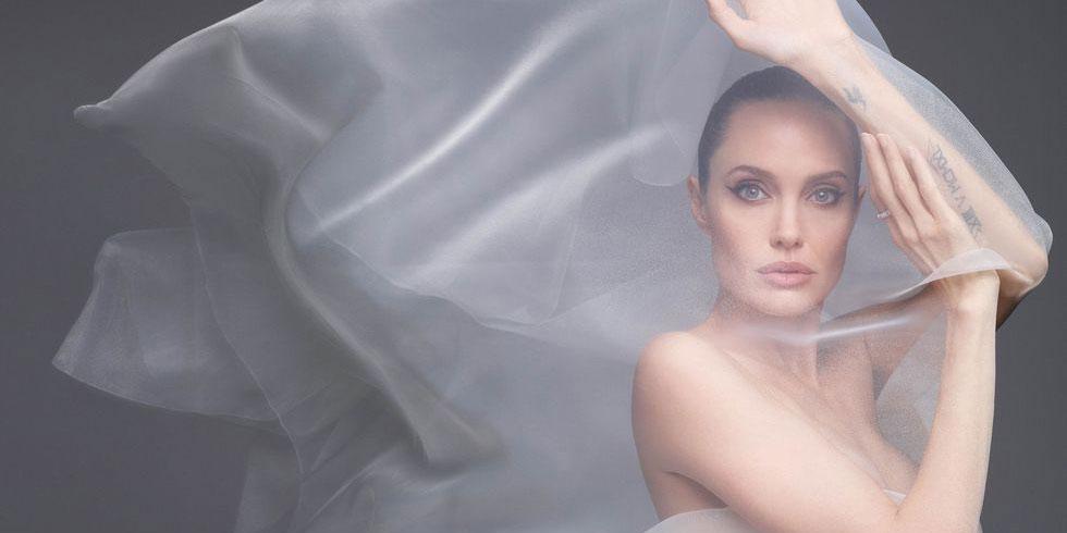Обнаженная Анджелина Джоли в истории с обложки Harper's BAZAAR