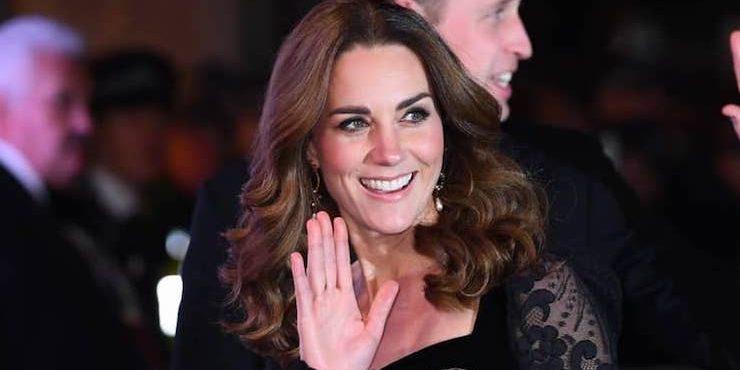 Кейт Миддлтон с помощью откровенного платья отвлекает внимание британцев