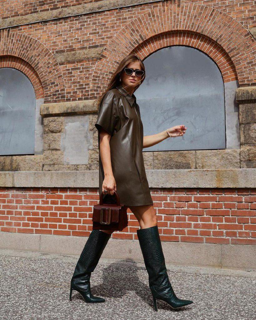 девушка в кожаном платье