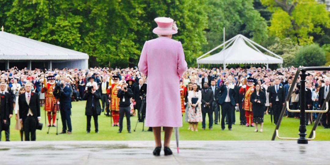 Почему королева Елизавета II обращается к услугам визажиста только раз в год?