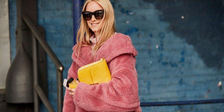 20 разноцветных пальто, которые помогут скрасить серые будни