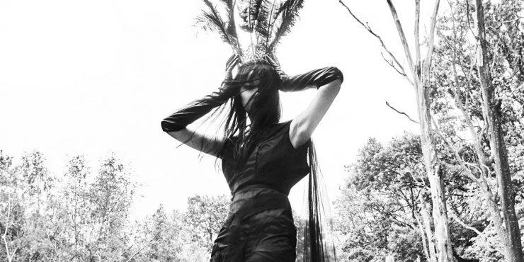 Черная магия: 10 способов нескучно носить одежду черного цвета
