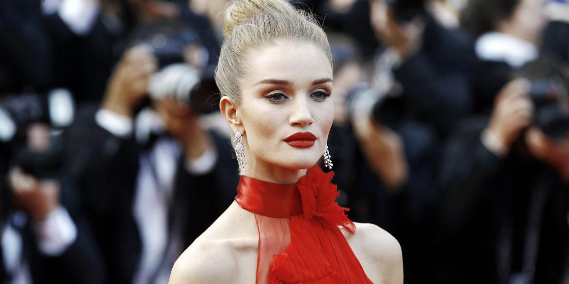 Рози Хантингтон-Уайтли вышла на красную дорожку в платье за $200