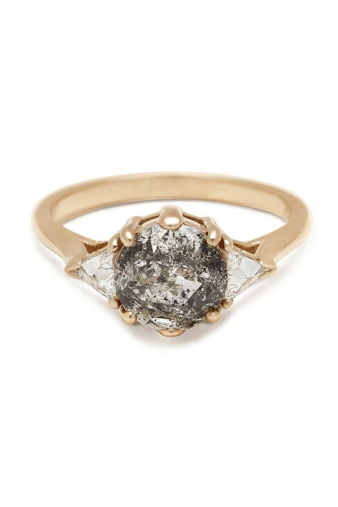 Помолвочные кольца: 10 необычных вариантов