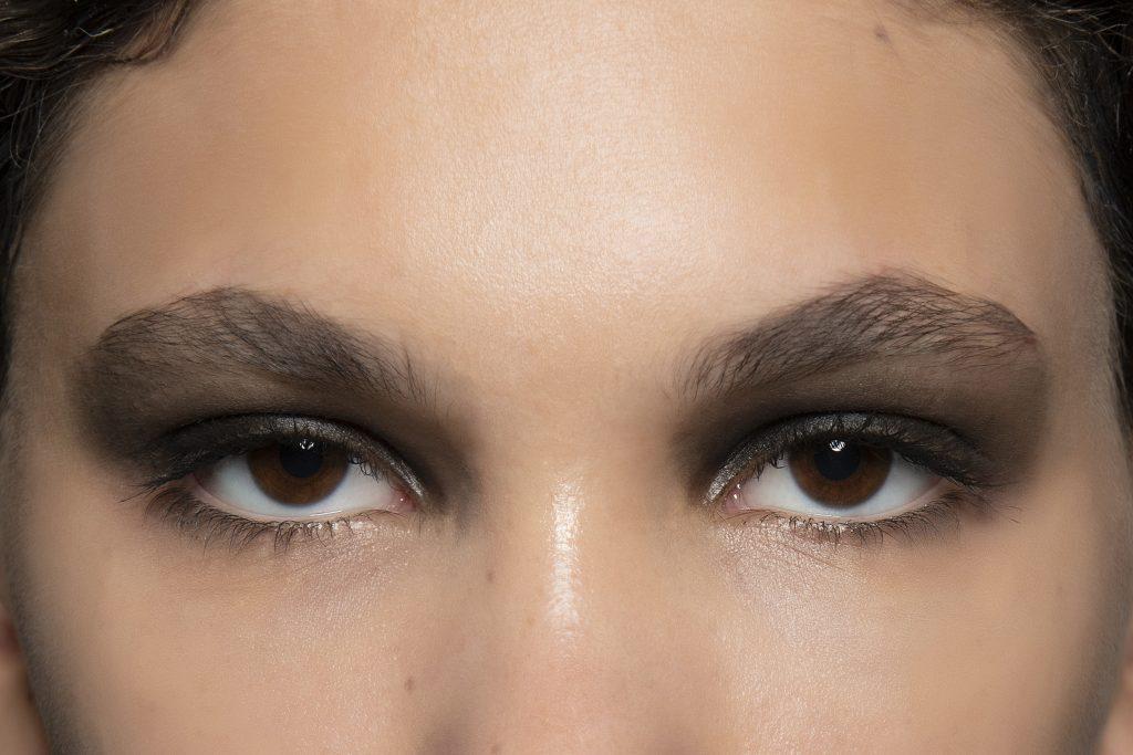 Макияж для карих глаз: советы для брюнеток и блондинок