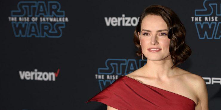 Образ дня: королева драмы Дэйзи Ридли на премьере «Звездных войн»