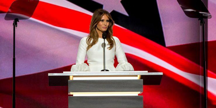 Крисси Тейген постриглась и стала похожа на Меланию Трамп