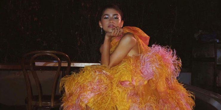 Жар-птица: 9 платьев с перьями на Новый год
