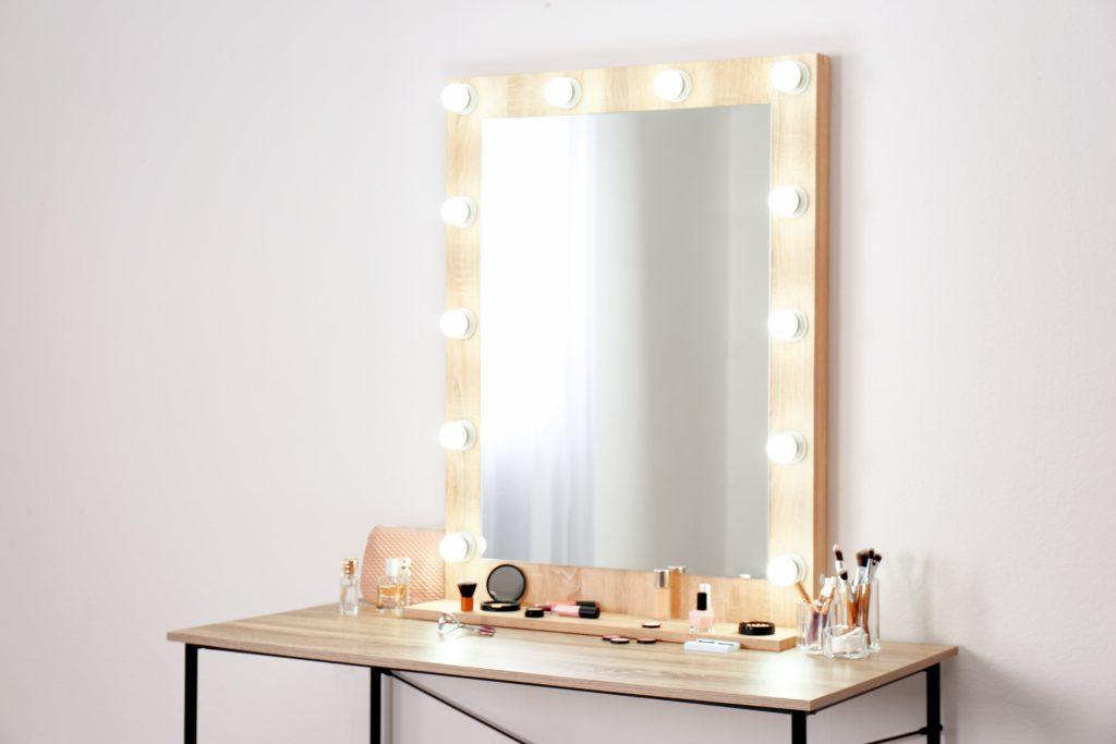 Зеркало со светодиодиной подсветкой