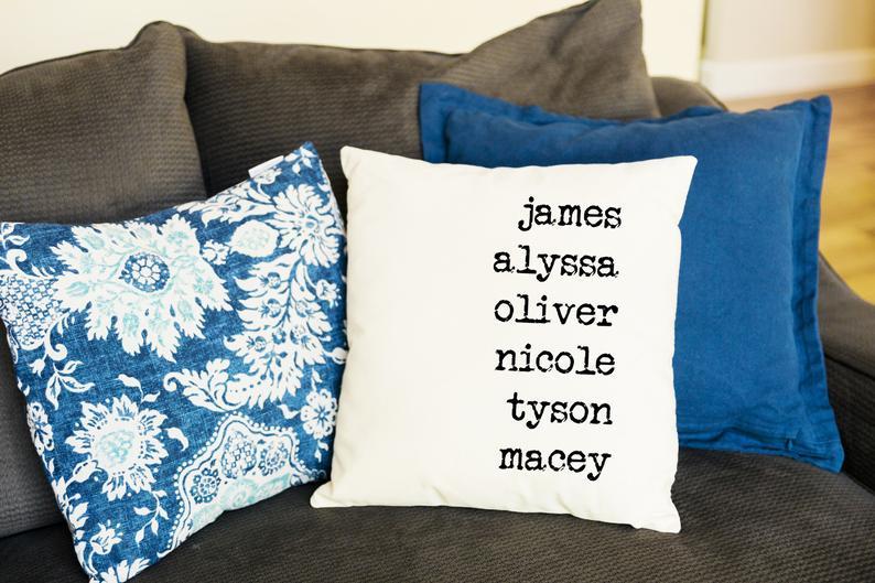 что подарить маме на 8 марта: персонализированная подушка