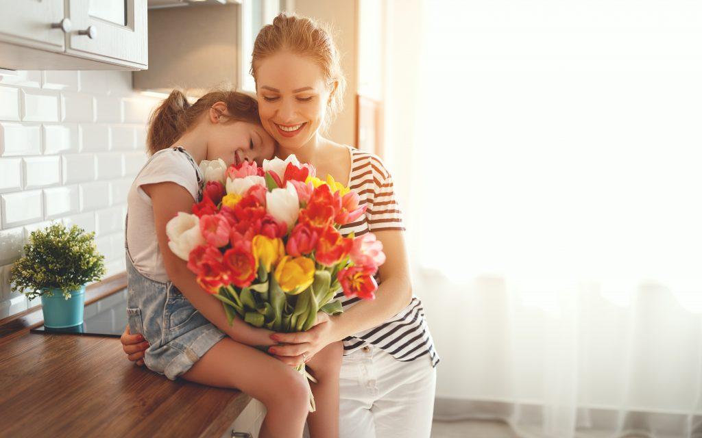 что подарить маме на 8 марта: цветы