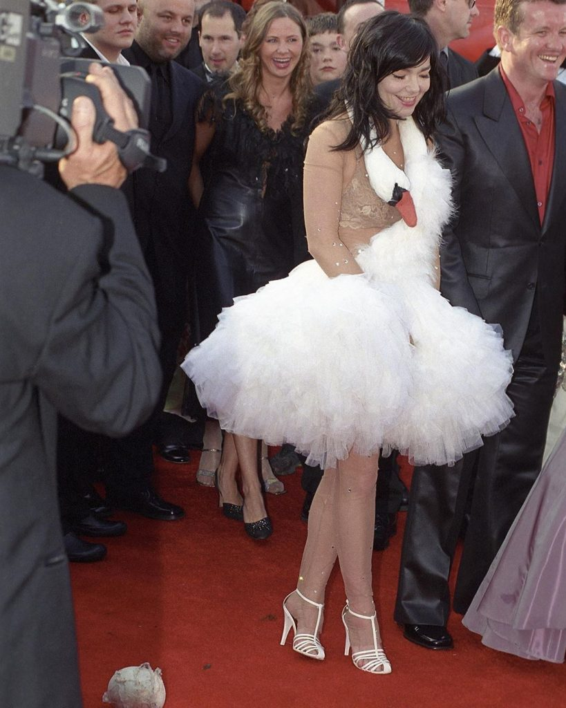 скандалы премии «Оскар»: бьорк в платье лебедь