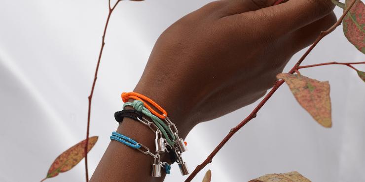 Вирджил Абло разработал браслет для Louis Vuitton и UNICEF