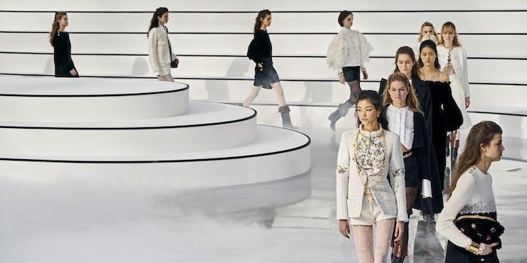 На подиум Chanel вышла модель плюс сайз
