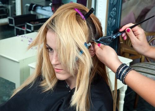 Какой цвет волос молодит, если вам за 40?