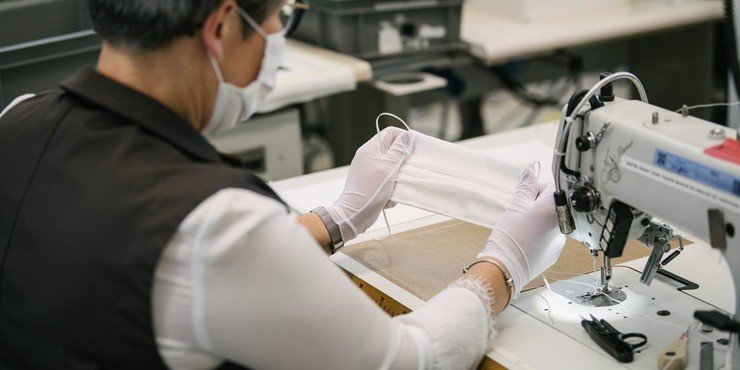 Louis Vuitton запустил производство масок