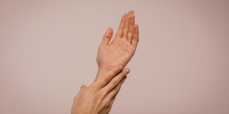 Спасите ваши руки! Как избавиться от сухой чешуйчатой кожи