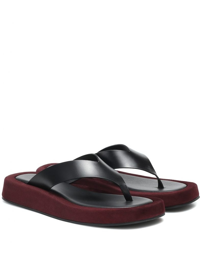 Обувь лета 2020: шлепки на массивной подошве